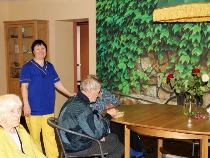 персонал дома престарелых