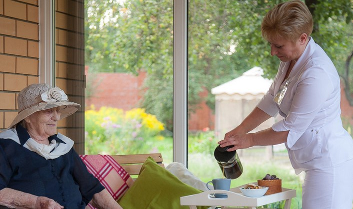 Современный пансионат для пожилых людей – дом престарелых частного типа