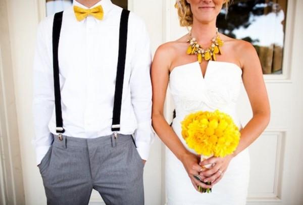 Желтые аксессуары в образе молодоженов. Фото с сайта ru.weddbook.com