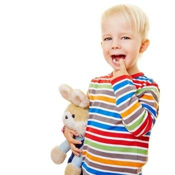 Шатаются зубы у ребенка: что делать. Фото: Robert Kneschke - Fotolia.com