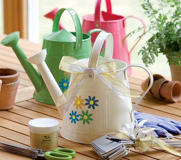 Теще-садоводу придется по вкусу различные дачные приспособления. Фото с сайта plowhearth.com