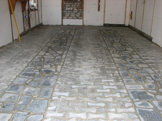 Тротуарная плитка в гараже своими руками