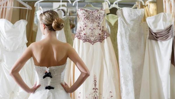 Свадебное платье не обязательно должно быть дорогим. Фото с сайта vual.uz/stati