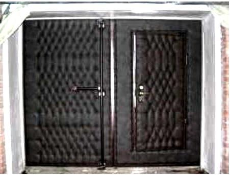 Винилискожа на гаражных воротах