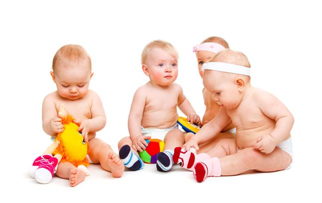 Развитие девочки и мальчика грудного возраста