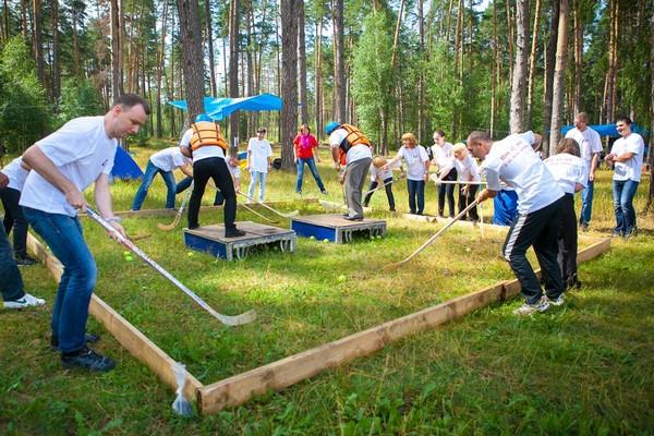 Подвижные конкурсы на природе — лучшее решение! Фото с сайта teamsoft.ru