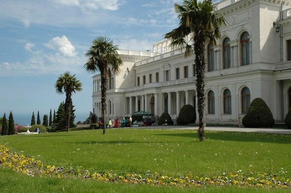 вид на ливадийский дворец