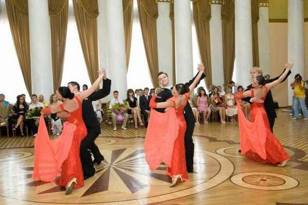 Красивый танец будет прекрасным дополнением к сценкам. Фото с сайта vitalvideo.ru