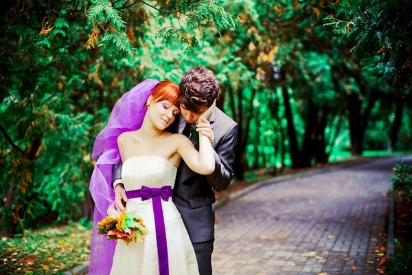 Как оформить свадьбу в фиолетовом цвете. Фото с сайта chyda1.livejournal.com