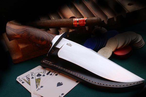 Как выбрать нож в подарок. Фото с сайта medovik.com