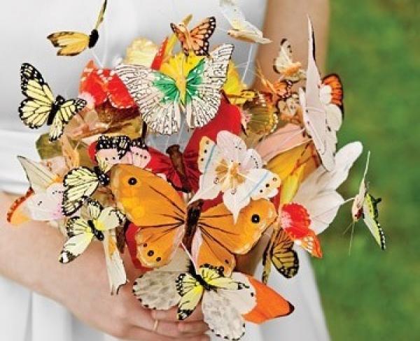 Счастье в букете из бабочек. Фото с сайта lulusvadba.ru