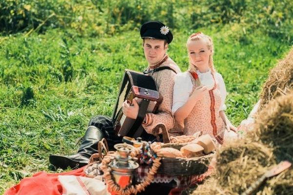 Идеально устроить свадьбу на природе. Фото с сайта decorsando.ru
