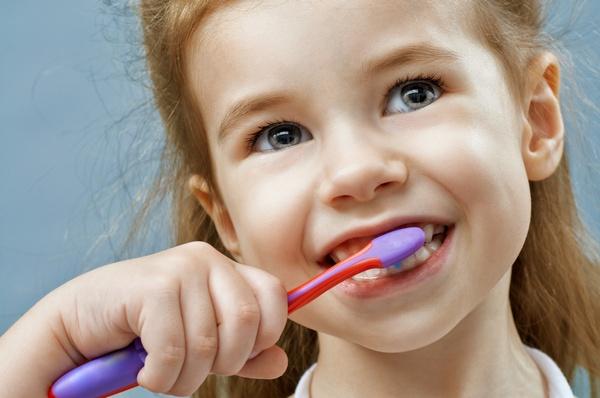 Как лечить крошащиеся зубы. Фото: Konstantin Yuganov - Fotolia.com