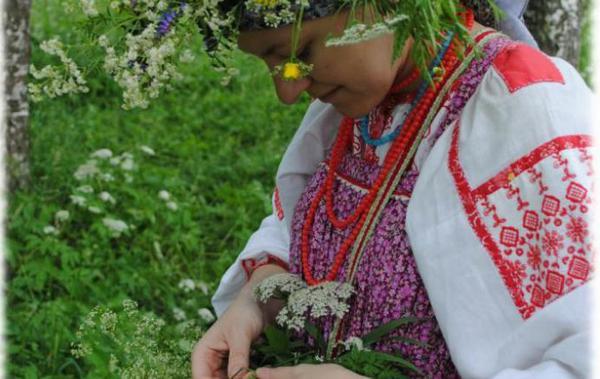 Праздничные гуляния на Троицу. Фото с сайта ru.runknown.com