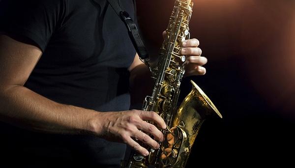Какую музыку выбрать для романтического вечера. Фото с сайта donetsk.emozzi.com.ua