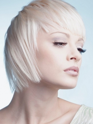 Как красиво уложить челку. Фото с сайта womenprich.ru
