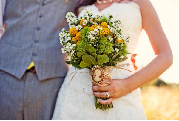 Букет из ромашек — нежно, просто и очень красиво! Фото с сайта nashasvadba.net