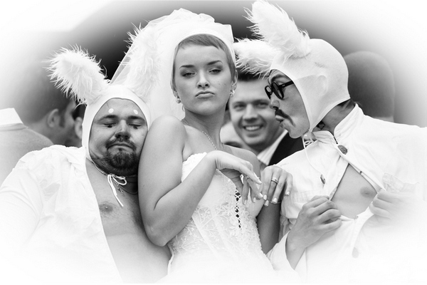 Веселые сценки на свадьбу — оригинальное развлечение. Фото с сайта krasnoyarsk7.ru