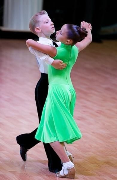 Прическа девочке на бальные танцы фото