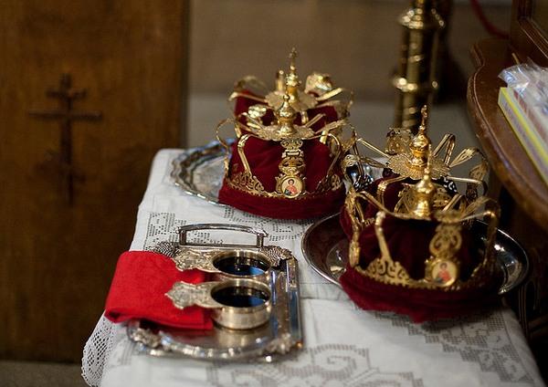 Атрибуты венчания в церкви. Фото с сайта pravnovosti.ru
