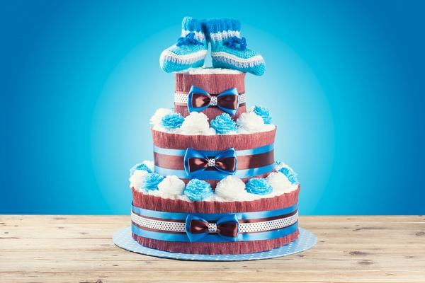 Торт из памперсов и одежды новорожденного. Фото: merydolla - Fotolia.com