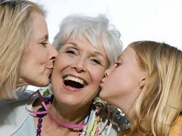 Выбираем подарок милой бабушке