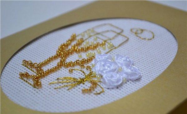 Открытку можно декорировать вышивкой. Фото с сайта volshebnaya-masterskaya.blogspot.com