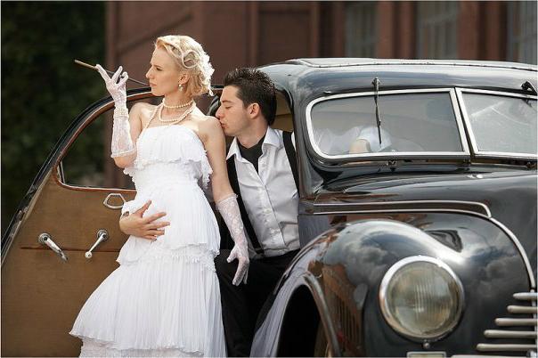 Костюмы жениха и невесты в стилистике 30-х годов. Фото с сайта www.vseodetyah.com