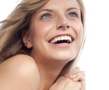 Преимущества чистки зубов у стоматолога. Фото: Leonid & Anna Dedukh - Fotolia.com