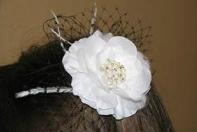 Милый ободок с цветком для девочки. Фото с сайта http://otvetkak.ru/