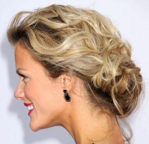 красивые прически на волосы до плеч