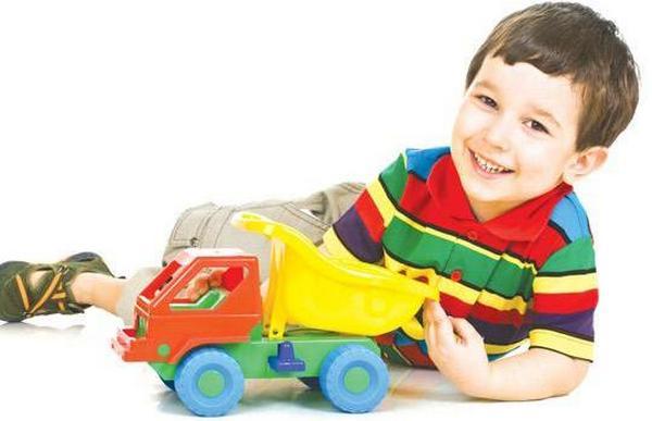 Машинки для мальчиков всегда на первом месте. Фото с сайта www.happy-giraffe.ru