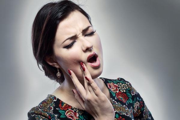Зуб болит под коронкой: что делать в домашних