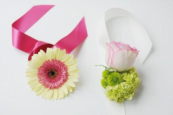 Нежные браслеты для подружек невесты. Фото с сайта bolshoyvopros.ru