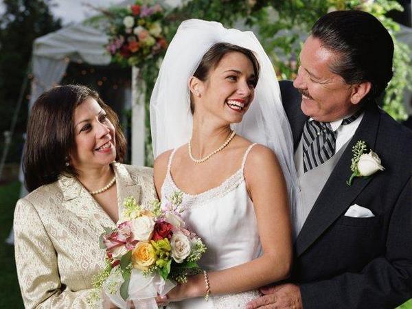 Как поздравить молодоженов родителям. Фото с сайта peru.com