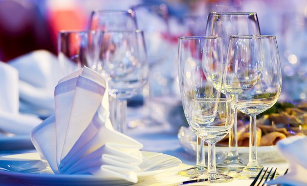 Изучаем сервировку стола. Фото с сайта www.bankoboev.ru