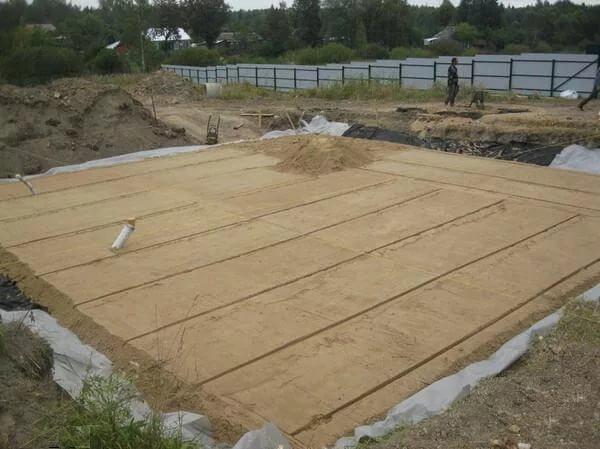 Песчаная подушка под фундамент гаража из газобетона