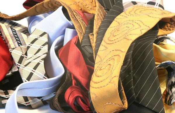 Выбираем дяде подарок. Фото:  oleg812 - Fotolia.com