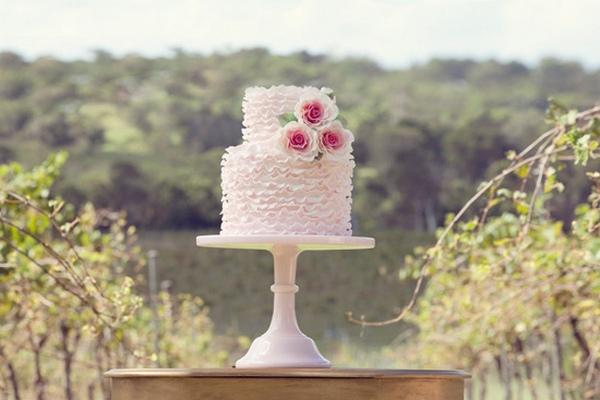 Свадебный изысканный десерт. Фото с сайтаru.weddbook.com