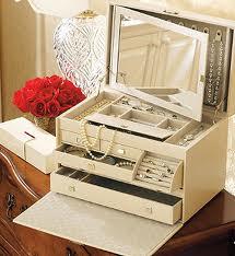 Шкатулка — всегда желанный подарок для женщины. Фото с сайта forum.svadba.net.ru