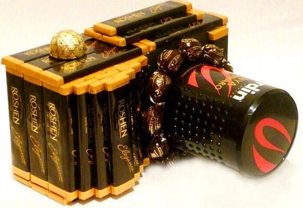 Фотоаппарат из конфет. Фото с сайта www.ermilova-decor.ru