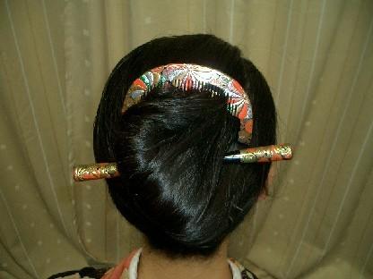 прически на длинные волосы с карандашом