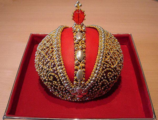 Шедевр — торт-корона. Фото с сайта gameofthrones.rolevaya.ru