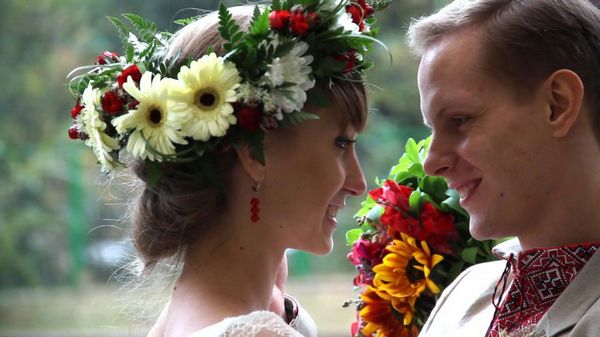 Яркие свадебные традиции украинской свадьбы. Фото с сайта www.wedlife.ru