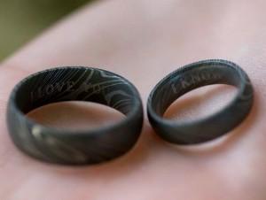 Чугунные кольца на память. Фото с сайта svadbann.ru