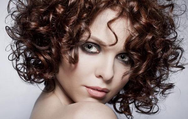 Выбираем прическу на короткие волосы. Фото с сайта stilnaya.org