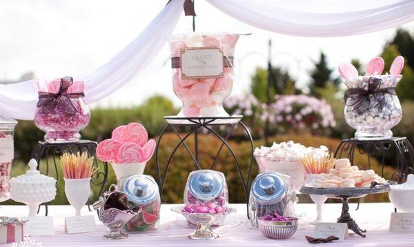 Кэнди-бар на природе — волшебное место. Фото с сайта wedding-story.by