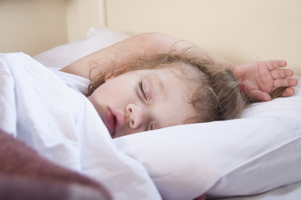 Ребенок скрипит зубами во сне: причина и лечение. Фото: madhourse - Fotolia.com