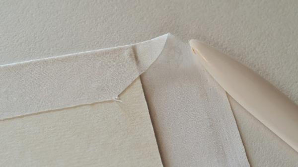 Приклеиваем ткань к папке. Фото с сайта jkdesignstudio.blogspot.com