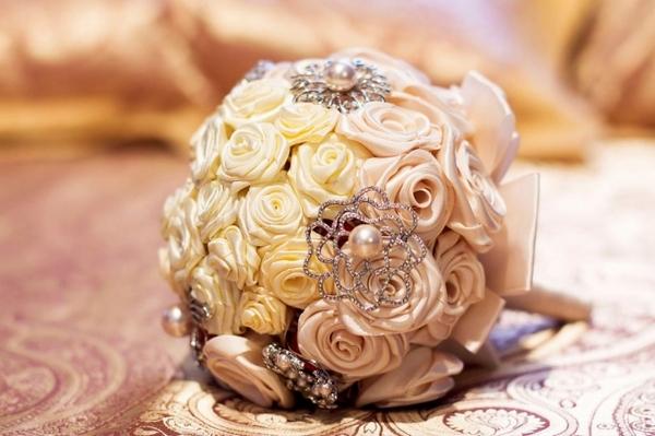 Очаровательный букет из ткани — как настоящий. Фото с сайта vk.com